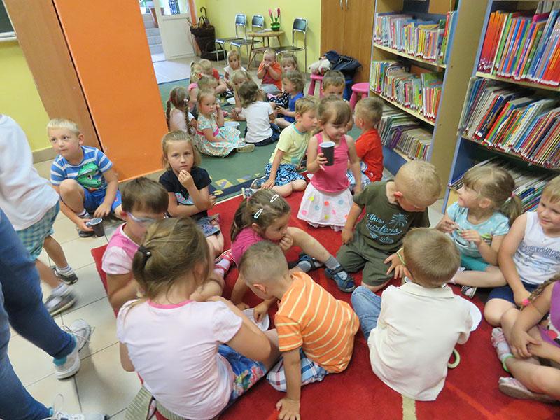 Przedszkolaki odwiedziły bibliotekę
