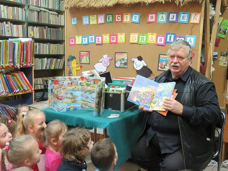 Spotkanie autorskie z Wiesławem Drabikiem w Bibliotece Publicznej w Jodłowniku