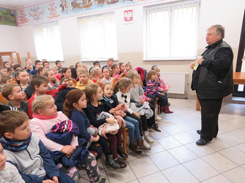 Spotkanie autorskie z Wiesławem Drabikiem w Filii bibliotecznej w Krasnem-Lasocicach